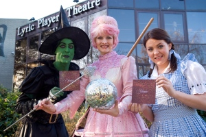 Karen starred as Glinda in The Wizard of Oz alongside Rachel Tucker as Dorothy in 2007