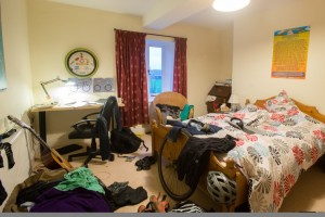 SWNS_MESSY_ROOM_02-750x501
